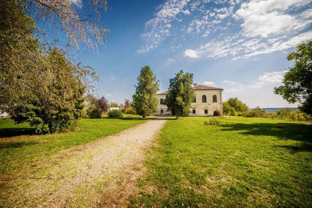 locuri de vizitat palatul_de_piatra_udriste nasturel